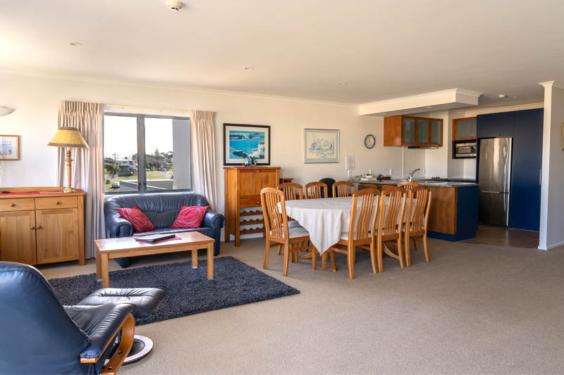 The Reef | 2 Bedroom Executive Apartment | Main Lounge & Dining Area