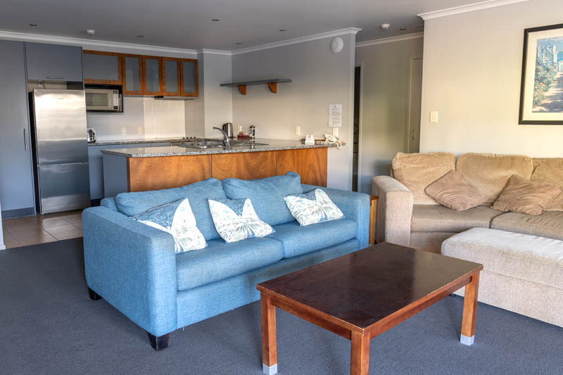 The Reef   2 Bedroom Poolside Apartment   Lounge & Kitchen