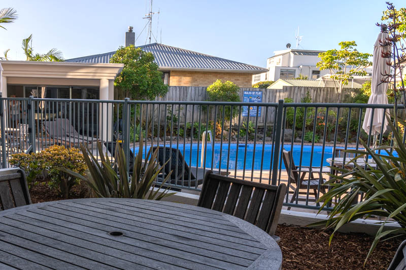 The Reef   2 Bedroom Poolside Apartment   Outdoor Dining Area