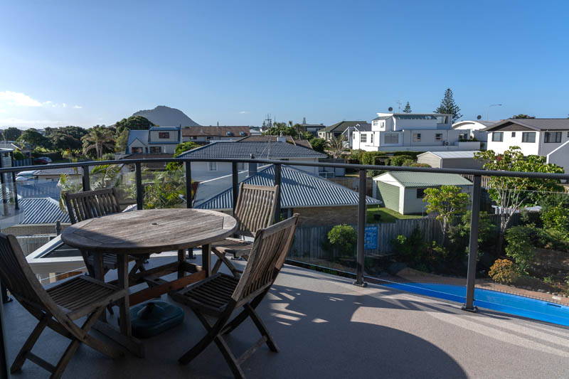 The Reef | 2 Bedroom Poolview Apartment | Outdoor Dining