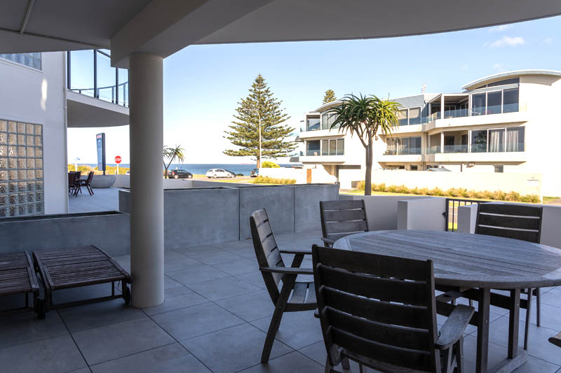 The Reef | 2 Bedroom Surfside Apartment | Outdoor Dining